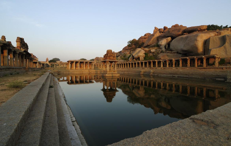 Krishna_Pushkarani_-_Hampi_Ruins