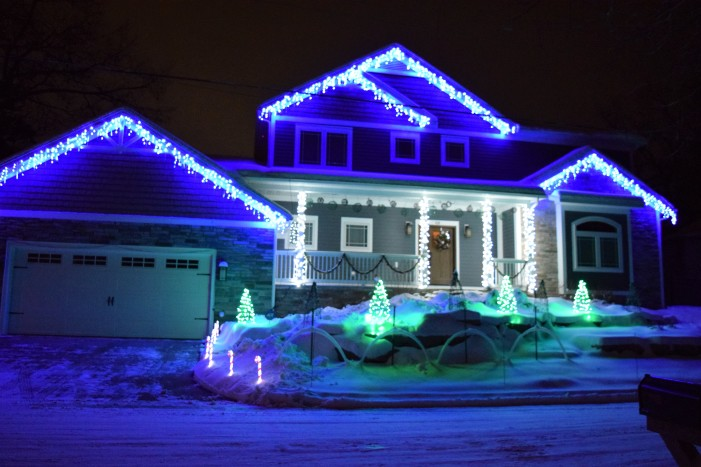 'Lights on the Lake' Christmas show supports the Daisy Project's Let Them Play