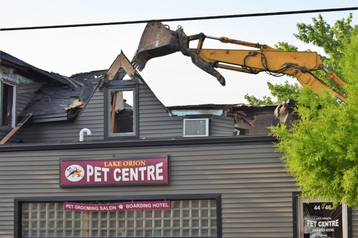 Demolition begins on Lake Orion Pet Centre