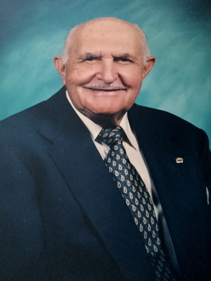 Thomas, Robert R.; 98, of many places including Lake Orion