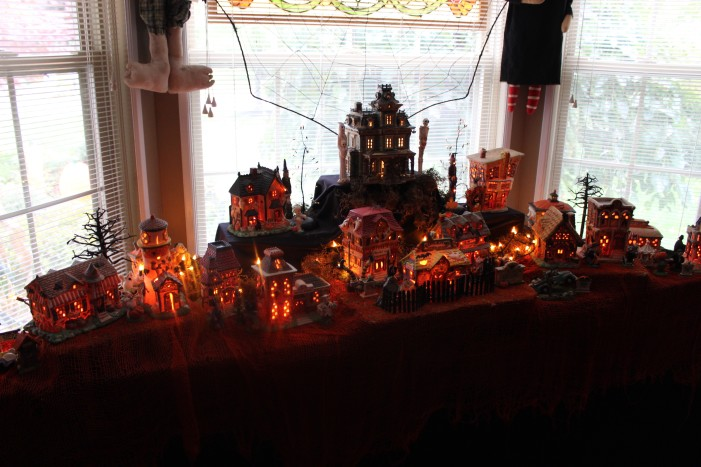 'Tis the season to be… spooky?: Lake Orion's Halloween House