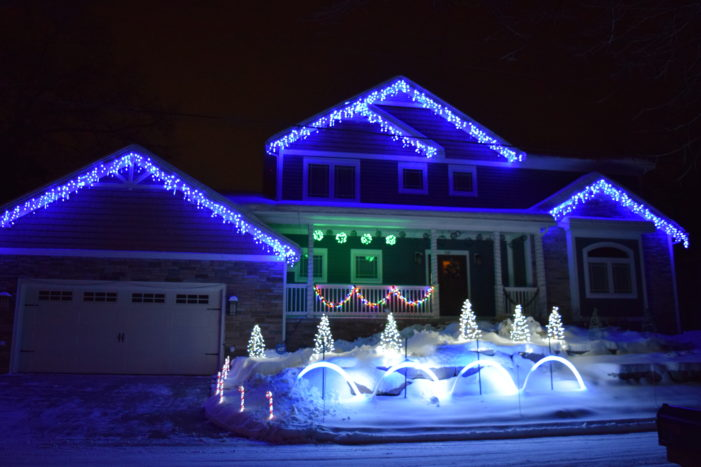 'Lights on the Lake' Christmas show supports The Daisy Project