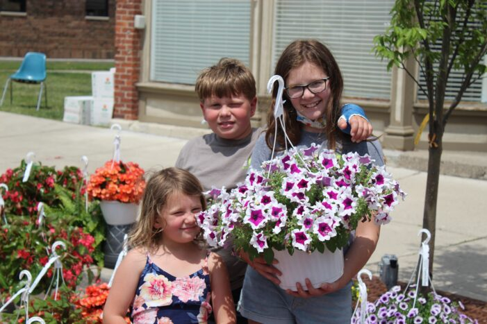 Lake Orion blossoms to life with annual Flower Fair