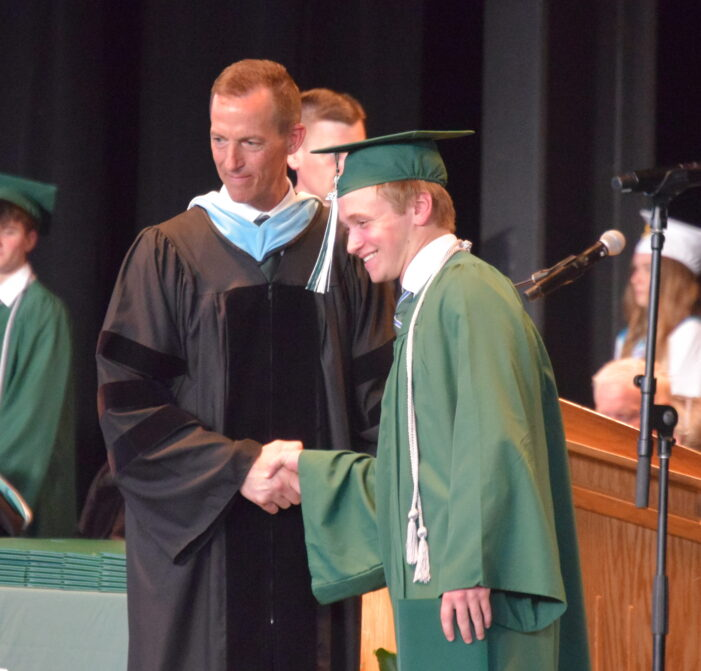535 students graduate from Lake Orion High School in 2021