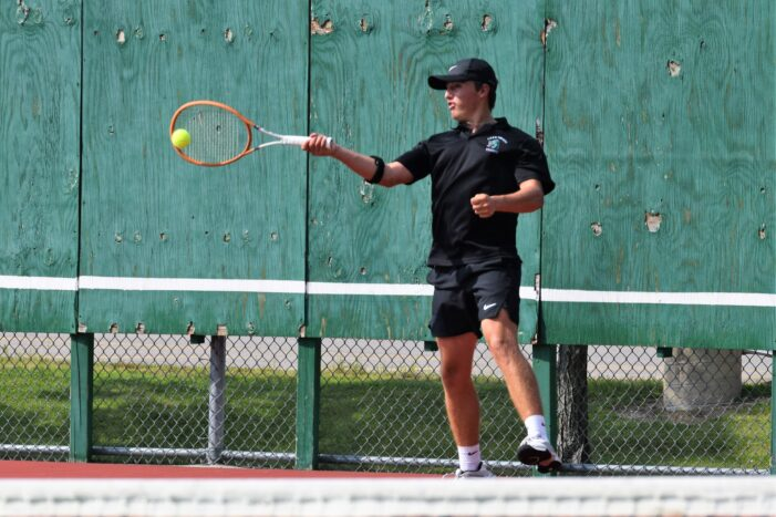 LOHS Boys tennis currently 4-2 overall